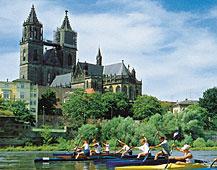 Elbe mit Dom im Hintergrund